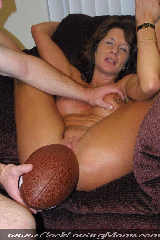 http://www.bravoporn.com/photo-gallery/cock-loving-moms/4/13.jpg